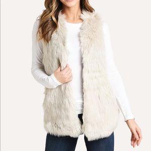 🆕🤍🎉Melange faux fur vest by Dylan